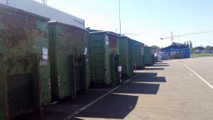 Containers klaar voor transport naar de hoogoven