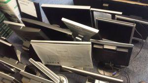 Diverse schermen van Samsung, HP en Dell tot wel 24 inch